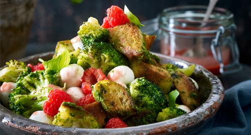 Salat-Rezept mit Brokkoli und Brot